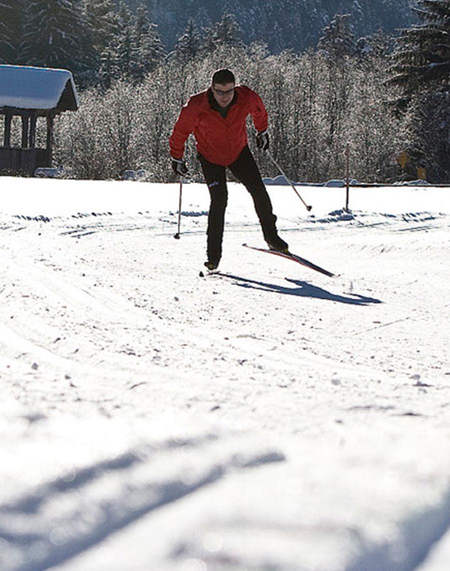 Langlaufen Warum nicht einmal auf den zwei schmalen Brettern durch die winterliche Landschaft des Samnauntals gleiten?