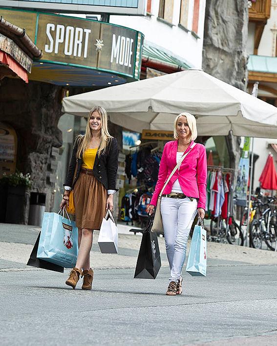 Shoppen in Samnaun, ©Andrea Badrutt