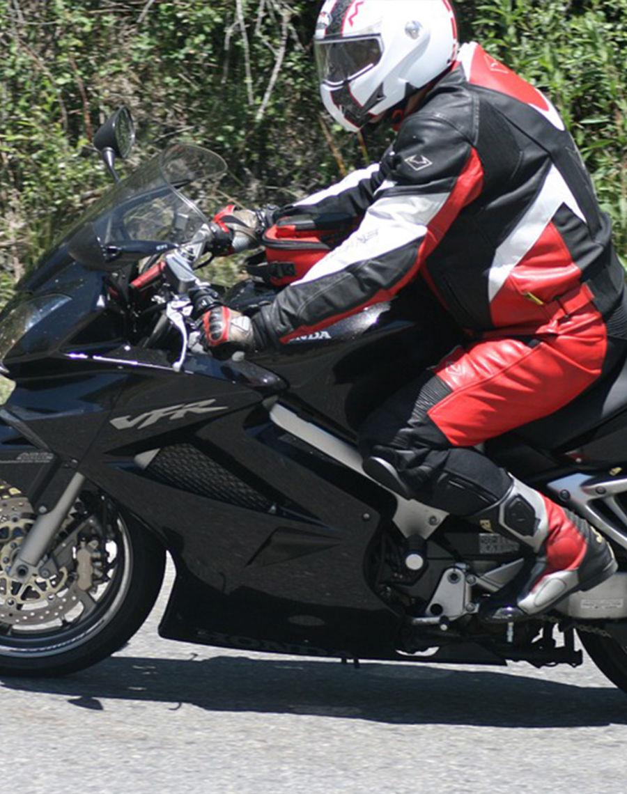 Motorradfahren Wundervolle und abwechslungsreiche Landschaften, kurvenreiche Passstrassen erwarten euch Biker